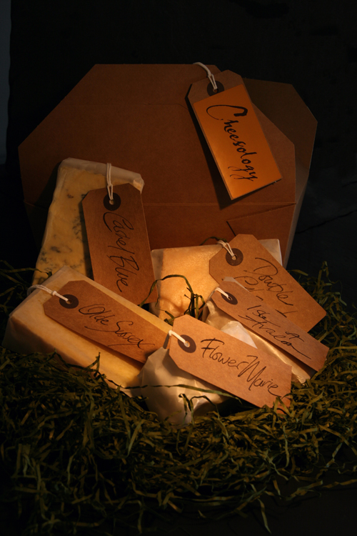 Chessolgy Box with 5 artisan cheeses